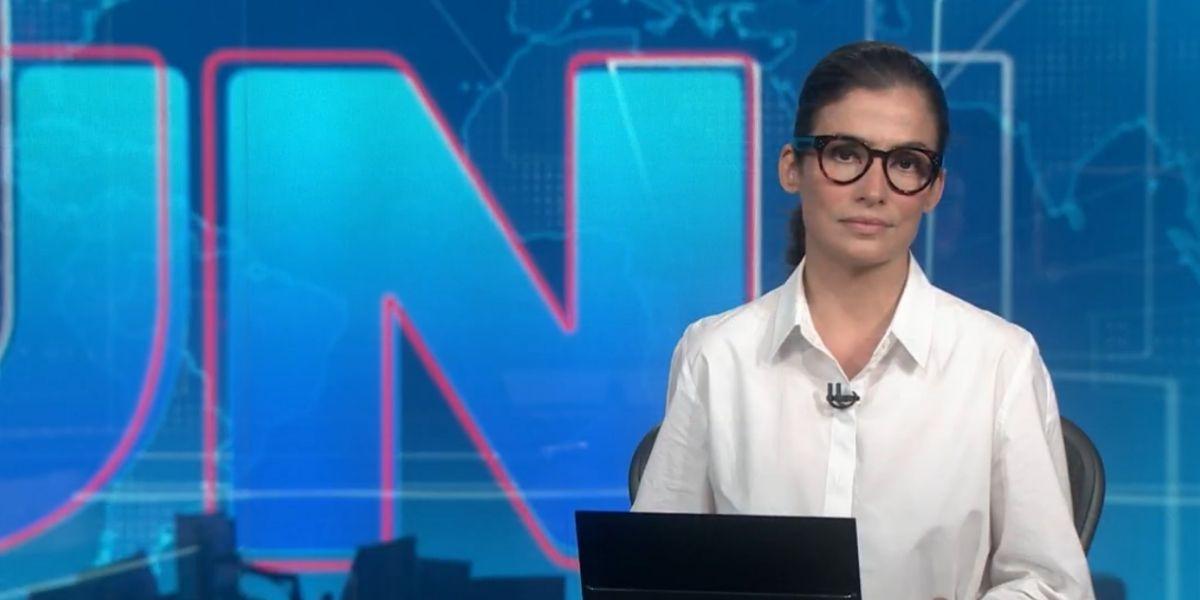 Renata Vasconcellos durante Jornal Nacional da última segunda-feira, 19 (Reprodução)