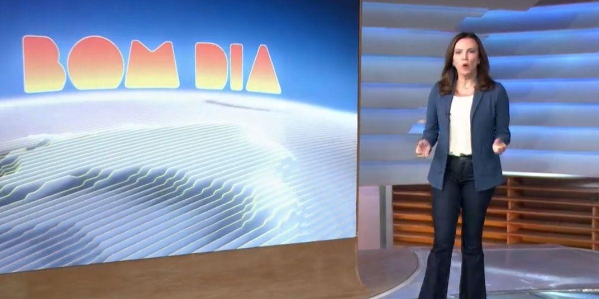 Ana Paula Araújo andando em direção às câmeras para abrir o Bom Dia Brasil (Reprodução)