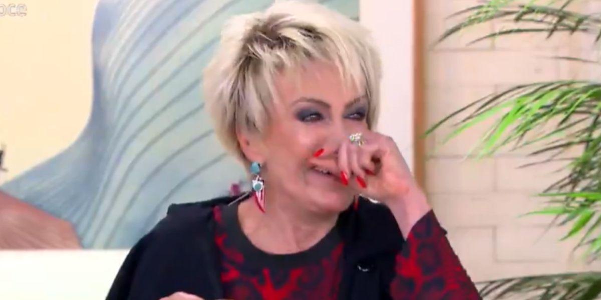 """""""Vão matá-la"""", Ana Maria passa muito mal ao vivo, engasga e precisa ser socorrida às pressas"""