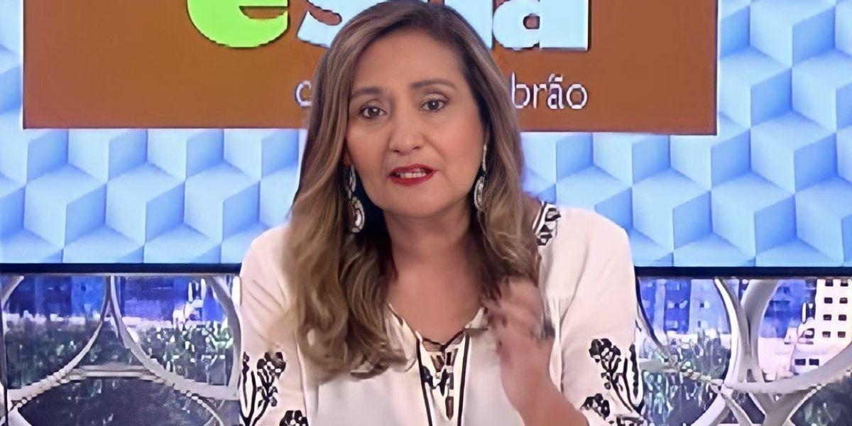"""Sonia Abrão tem quebra-pau com colunista na RedeTV!, levanta da bancada e exige demissão ao vivo: """"Manda embora"""""""