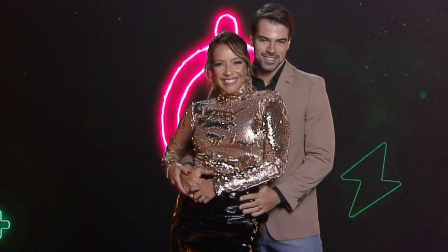 Renata Dominguez e o Leandro Gléria (Foto: Record)