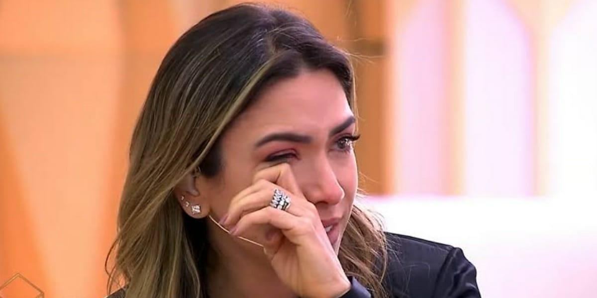 Patricia Abravanel chora no ao vivo e revela triste situação envolvendo os pais (Foto: Reprodução)
