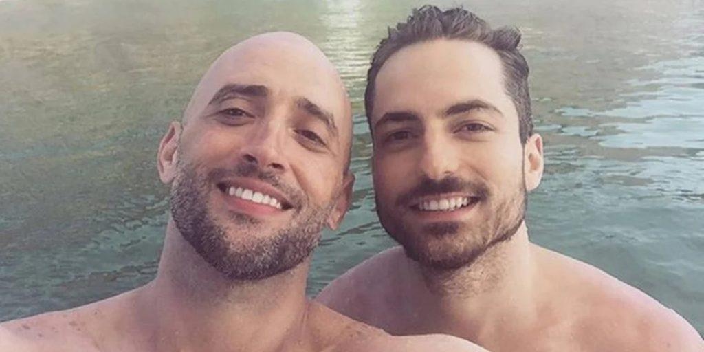 Paulo Gustavo ao lado do marido Thales Bretas (Foto: Reprodução)