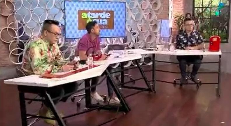 """Funcionária foi pega atrás de Vladimir Alves no programa """"A Tarde é Sua"""" (Foto: Reprodução/RedeTV!)"""