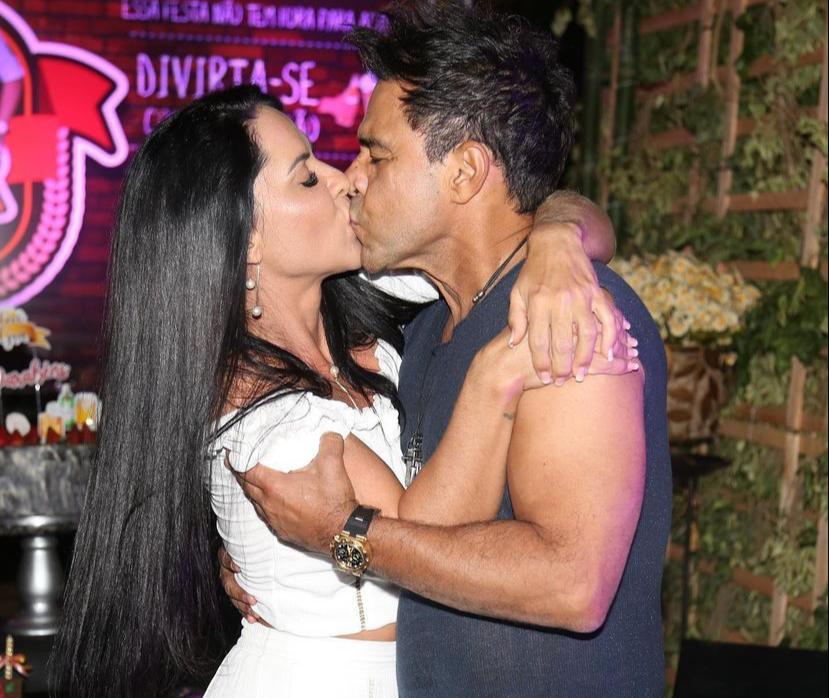 Clima de romance entre Zezé e Graciele
