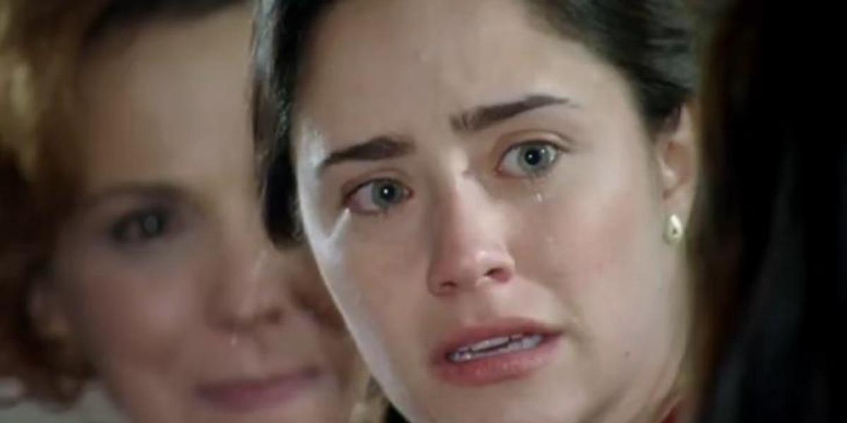 Em A Vida da Gente, Ana acorda do coma e descobre casamento entre Manu e Rodrigo (Foto: Reprodução/ TV Globo)