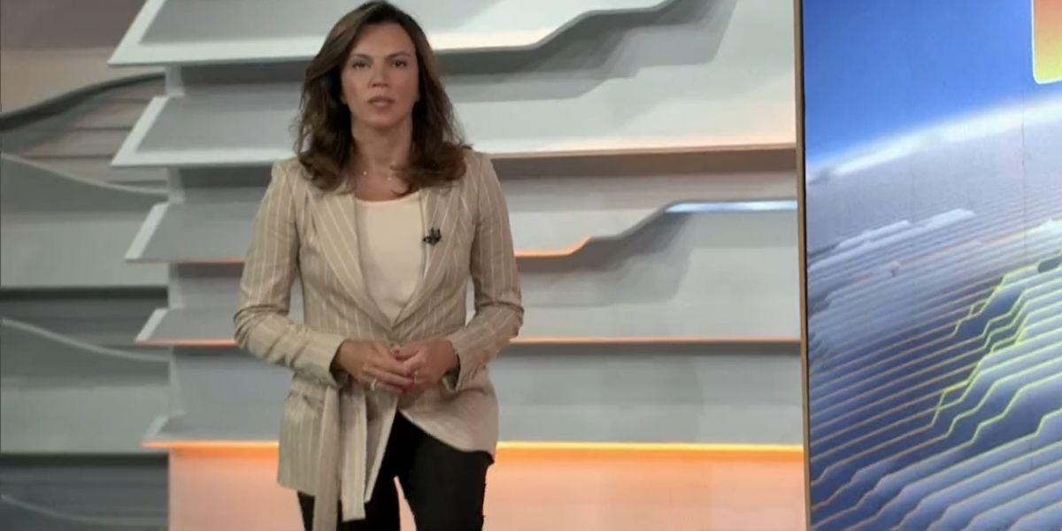 Ana Paula Araújo abriu o Bom Dia Brasil subindo as escadas (Reprodução: Globo)