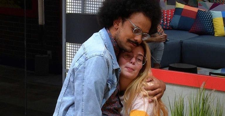 Viih Tube abraça João no BBB21 (Foto: Reprodução)