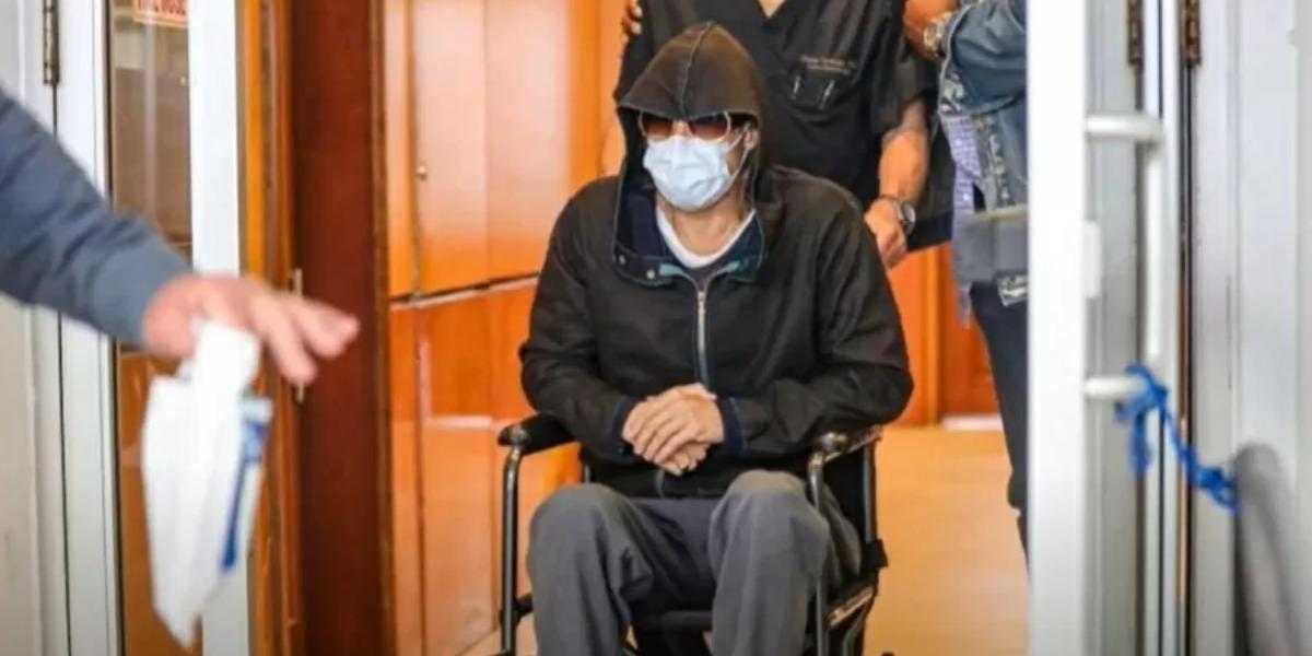 Brad Pitt é flagrado em hospital de cadeira de rodas (Foto: Reprodução)