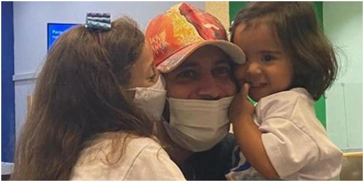 Após meses longe, Caio reencontrou as herdeiras no aeroporto após deixar o BBB (Foto: Reprodução/ Instagram)