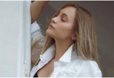 Carla Diaz usou as redes sociais para mostrar bastidores de ensaio sexy que protagonizou (Foto: Reprodução)