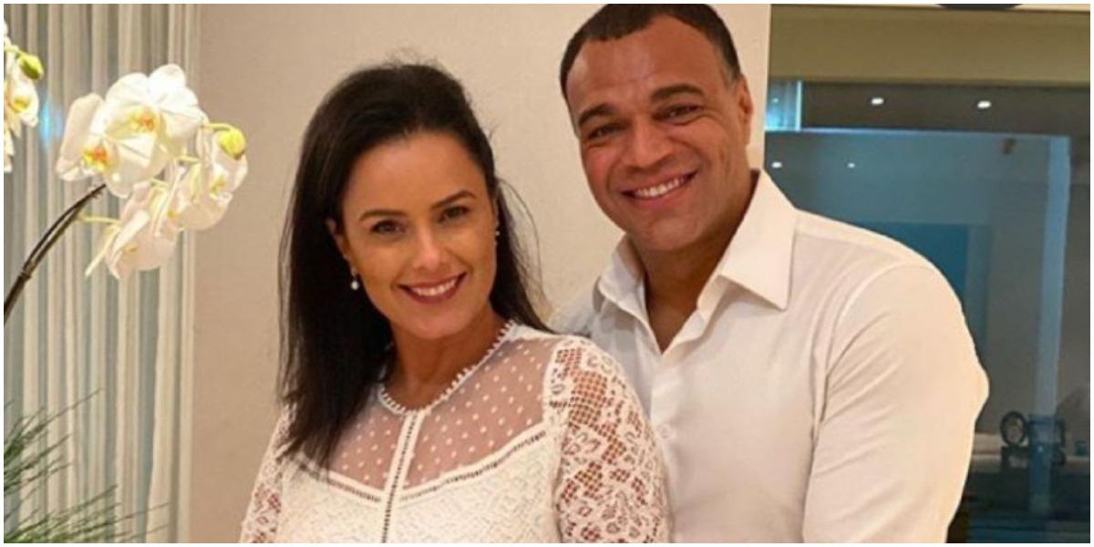 Denílson ao lado da esposa, Luciele Di Camargo (Foto: Reprodução)