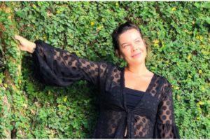Fernanda Souza usou as redes sociais para mostrar uma sequência de fotos e brincou sobre o motivo (Foto: Reprodução)