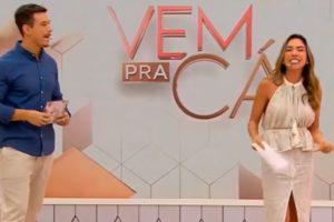 Gabriel Cartolano e Patrícia Abravanel no comando do Vem pra Cá (Foto: Reprodução)