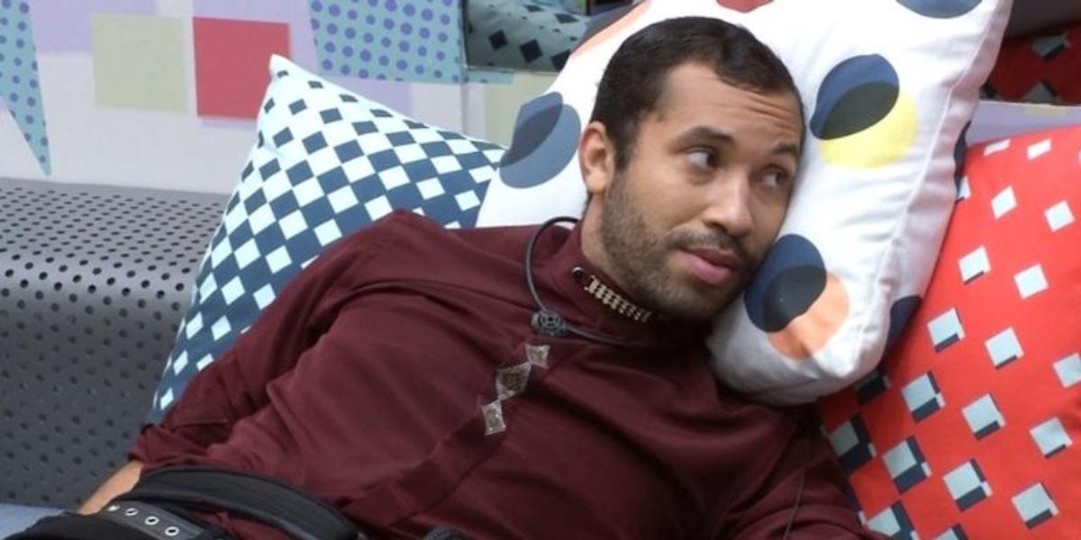 Gil notou a indiferença com que Viih Tube vem lhe tratando e demonstrou estar decepcionado com a sister no BBB (Foto: Reprodução/ TV Globo)
