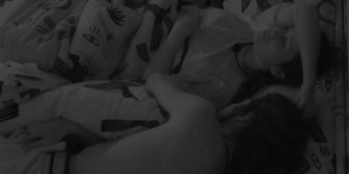 Fiuk e Juliette dormiram na mesma cama no BBB21 (Foto: Reprodução)