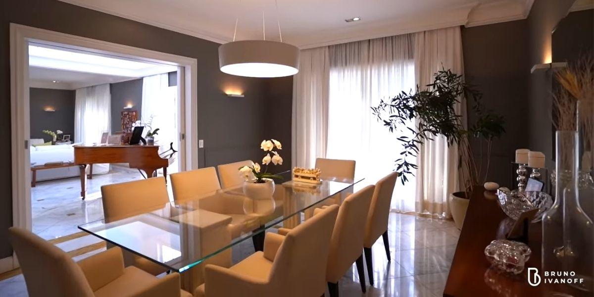Sala de jantar da mansão (Reprodução: Youtube)