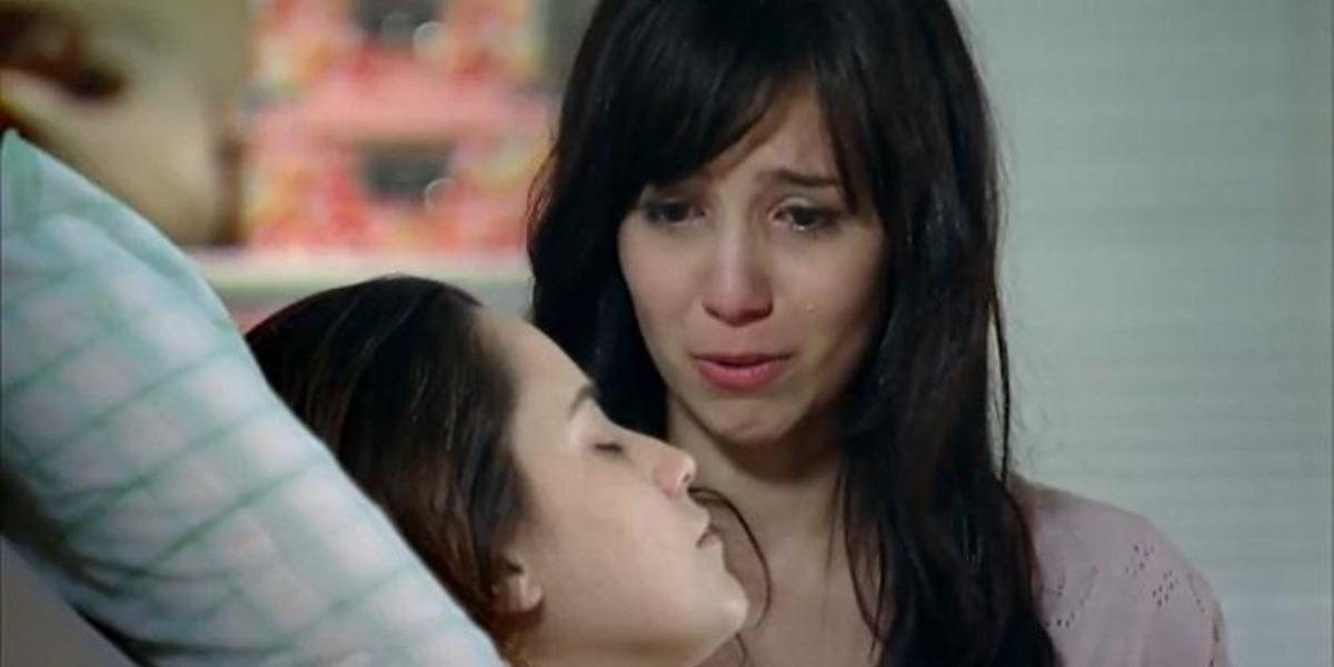 Em A Vida da Gente, Manu irá até o hospital e falará para Ana o que sente por Rodrigo que segue em coma (Foto: Reprodução/ TV Globo)