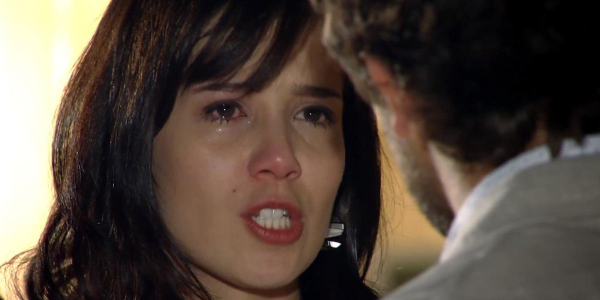 Manu levará um balde de água fria ao saber que Ana acordou do coma em A Vida da Gente (Foto: Reprodução/TV Globo)