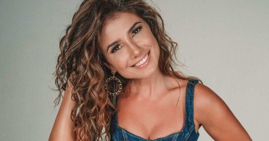 Paula Fernandes exibe madeixas