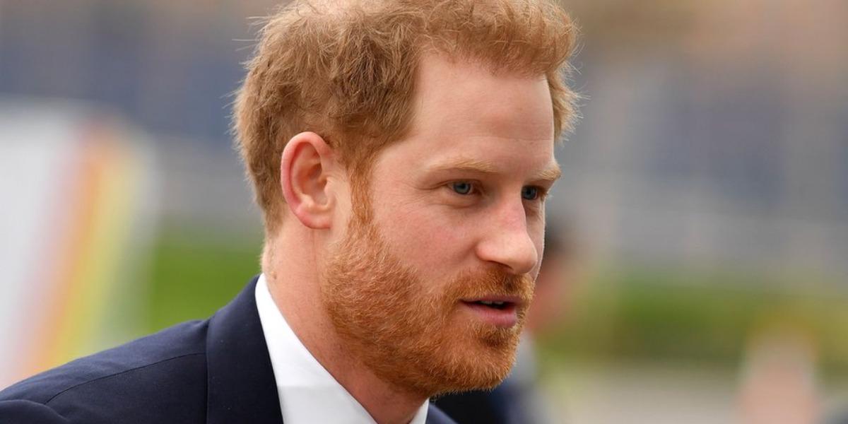 Príncipe Harry pula a cerca e pede outra em casamento (Foto: Reprodução)