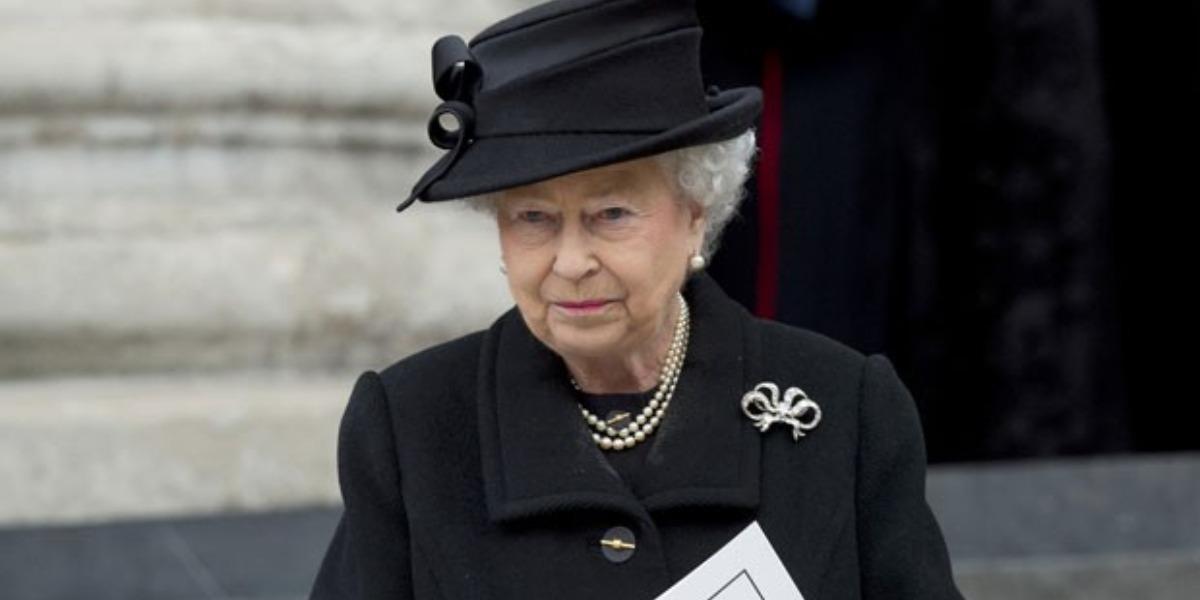 Rainha Elizabeth sente grande dor após morte do marido (Foto: Reprodução)