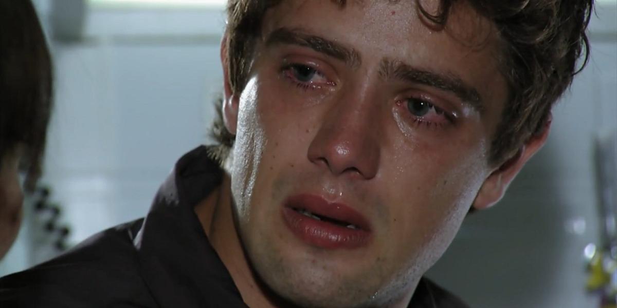 Rodrigo ficará desnoretado com a volta inesperada de Ana em A Vida da Gente (Foto: Reprodução/ TV Globo)