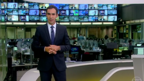 César Tralli abriu telejornal com Notícia às pressas sobre vacinação (Foto: Reprodução)