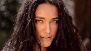 Débora Nascimento surgiu completamente nua em fotos (Imagem: Reprodução)