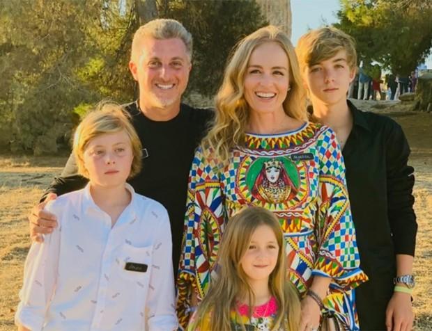 Luciano Hulk e sua família