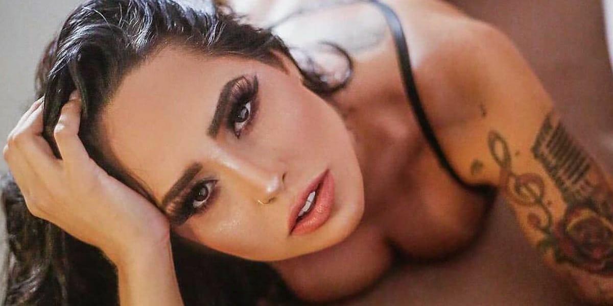 Perlla rouba a cena com ensaio sexy nas redes sociais (Foto: Leo Cordeiro)