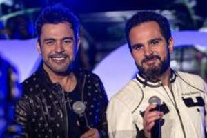 O cantor e o irmão Luciano