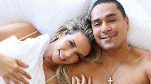 """""""Ele é gay"""", Carla Perez ouve de pessoa ligada à Xanndy notícia e desmorona em relato: """"Ele me hipnotizou"""""""