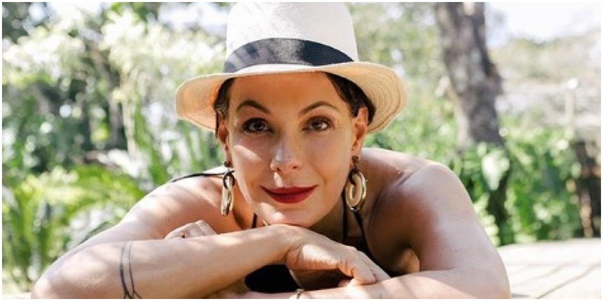 Carolina Ferraz surpreendeu durante entrevista - Foto: Reprodução