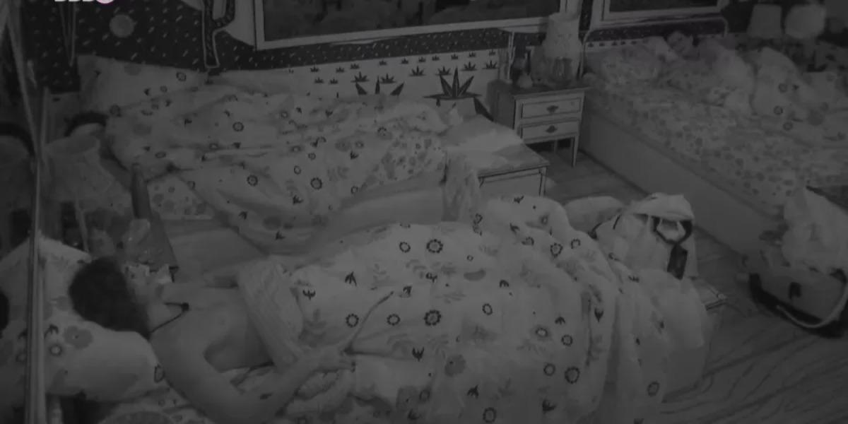 Juliette provoca Fiuk durante a madrugada no BBB21 (Foto: Reprodução)