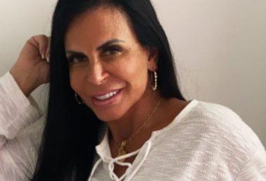 """Gretchen enfia fio-dental aos 61, coloca as mãos pro alto e fica de costas com parte íntima gigante: """"Gostosa"""""""