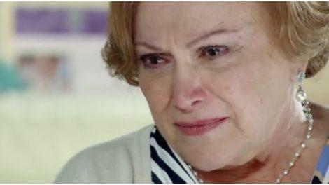 Iná chamará atenção de Ana após desavença com Manu em A Vida da Gente (Foto: Reprodução/ TV Globo)
