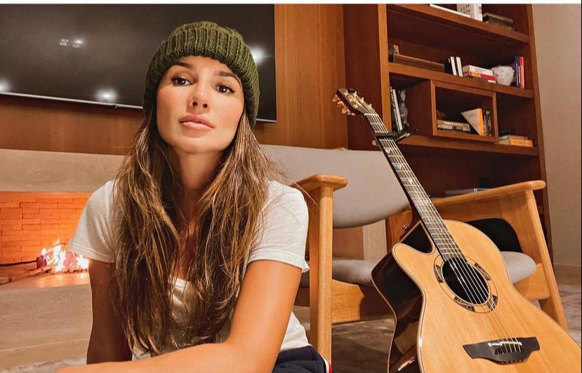 A bela cantora Paula Fernandes